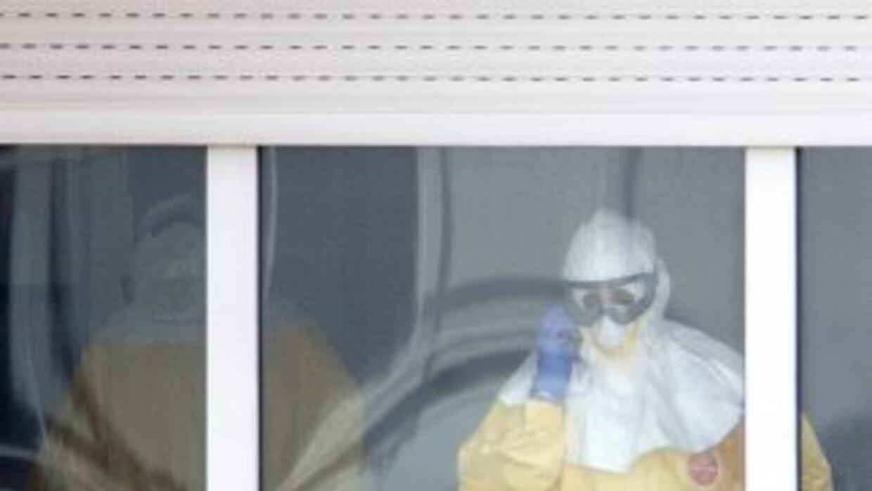 La auxiliar de enfermería infectada de ébola en España, Teresa Romero, s...