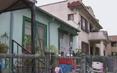 Aprueban plan para legalizar unidades habitacionales de alquiler que hab...