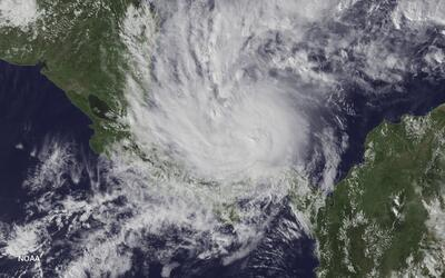 El paso del huracán Otto sobre el mar Caribe.