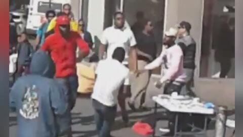 Captan en cámara la brutal agresión a vendedores ambulantes en El Bronx