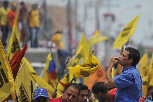 Capriles apuró hasta el último día su actividad pro...