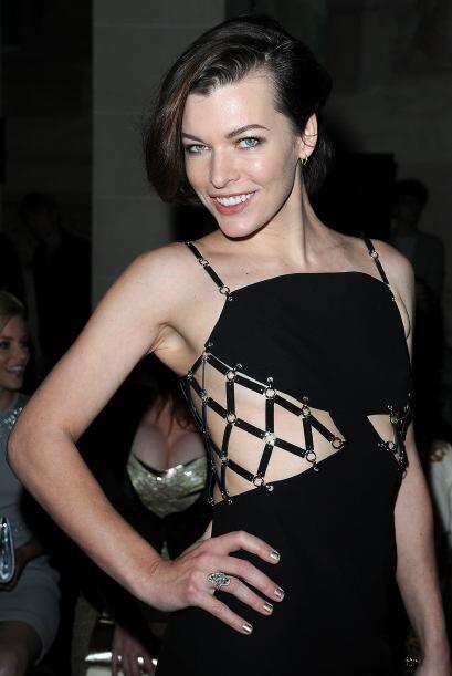 Por su estilo de época, Milla Jovovich fue una para todos y todos...