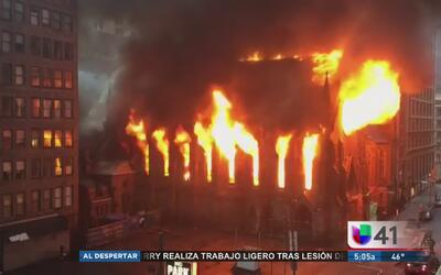 Tras las causas del incendio que destruyó la histórica catedral Saint Sa...