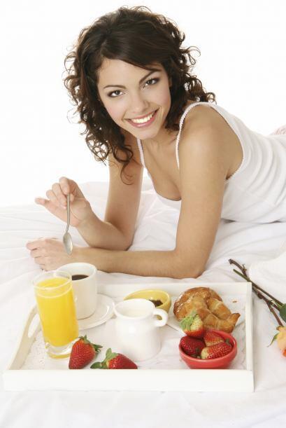 """""""Saltarse comidas ayuda a bajar de peso"""". Este hábito podría hacerte sen..."""