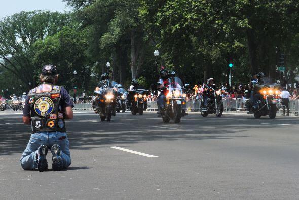 Antes de empezar, algunos de los motociclistas tienen la costumbre de po...