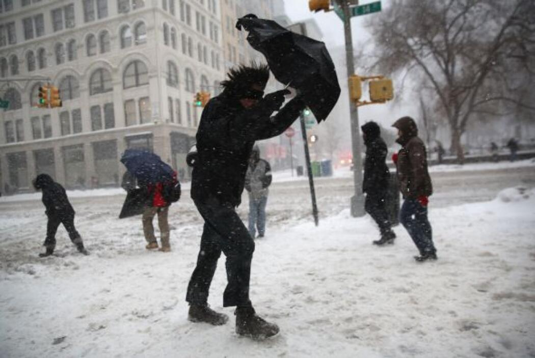 En otros puntos de Nueva York el viento y el frío dificultan la moviliza...