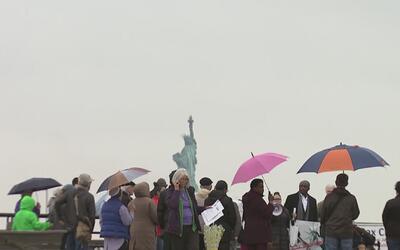 Religiosos activistas de Nueva York muestran su apoyo a inmigrantes y re...