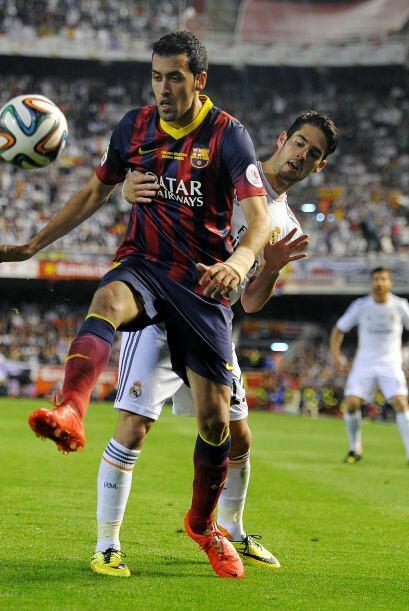Sergio Busquets (8): Con el equipo partido en dos tuvo que multiplicarse...