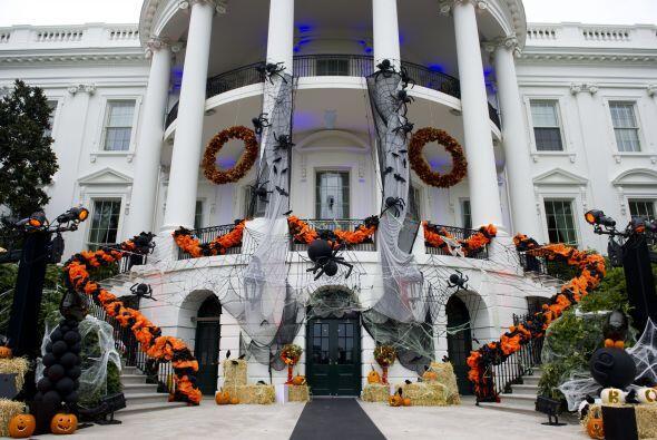 La Casa Blanca se viste de gala con decoraciones macabras para dar la bi...