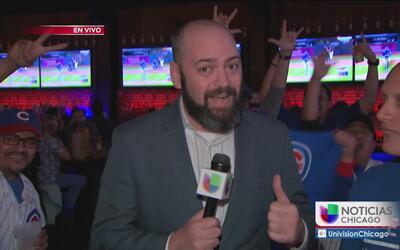 Fanáticos en Chicago disfrutan al máximo el segundo juego de la Serie Mu...