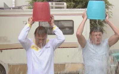 Pedro Fernández y Nicandro Díaz se unieron al 'Ice bucket challenge'