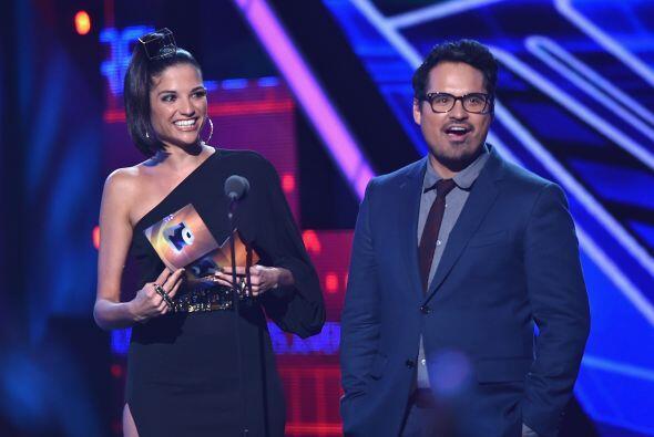 Natalia Jiménez y Michael Peña llegaron para presentar la categoría Favo...