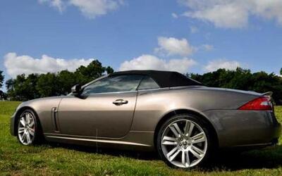Si el Jaguar XK Convertible ya es un modelo excelente, la versión XK R 2...