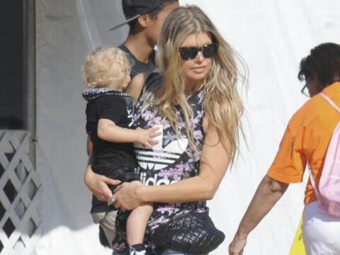 Fergie llevó a Axl por su primera calabaza