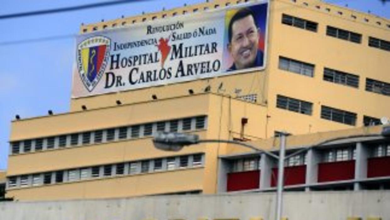 Hugo Chávez permanece internado en el Hospital Militar Carlos Arvelo, en...
