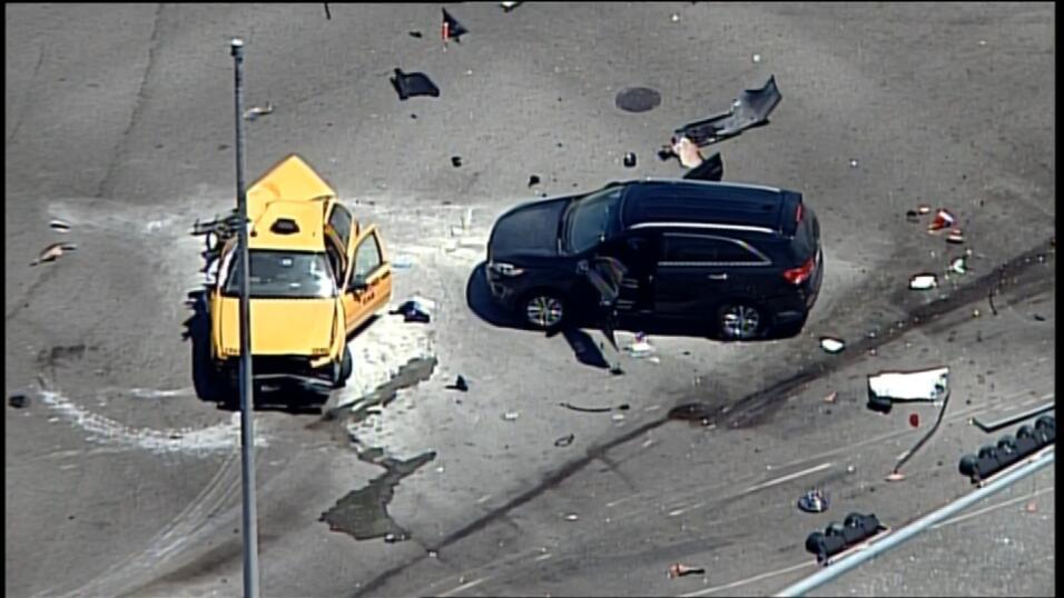La policía investiga qué pudo ocasionar el accidente que dejó, al menos,...