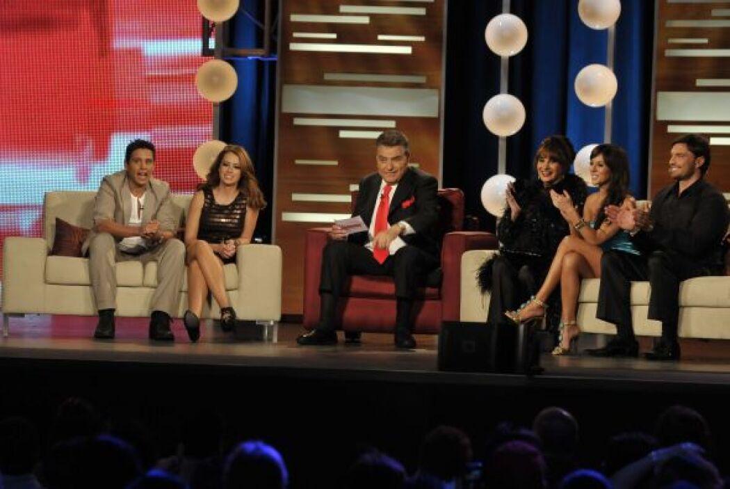 El público pidió beso, beso, en todo momento, pero el elenco se los dejó...