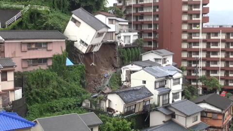 Deslave en Japón causa el derrumbe de una casa