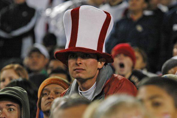 Aunque Estados Unidos no jugó mal, a este aficionado no le bast&o...