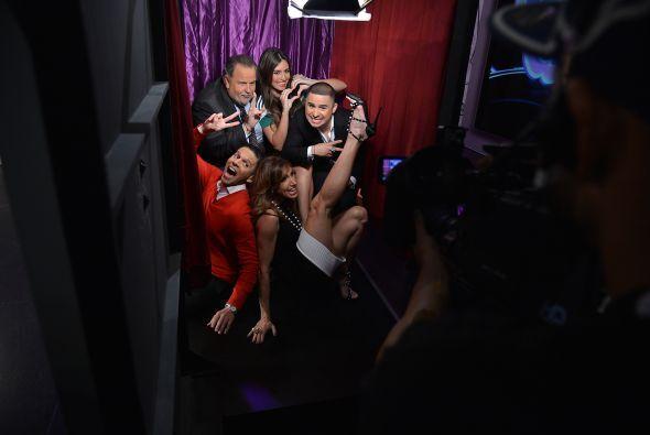 Larry se metió al 'photo booth' con los conductores.
