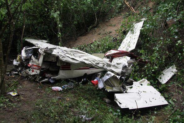 Otro impactente accidente ocurrió en Huatulco cuando una avioneta se imp...