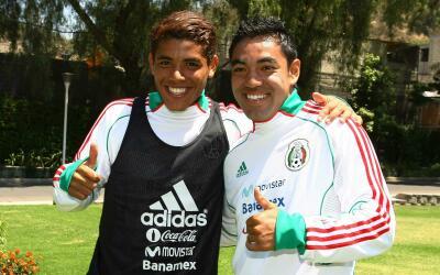 Jonathan dos Santos y Marco Fabián con el Tri Sub 22 en el 2011.