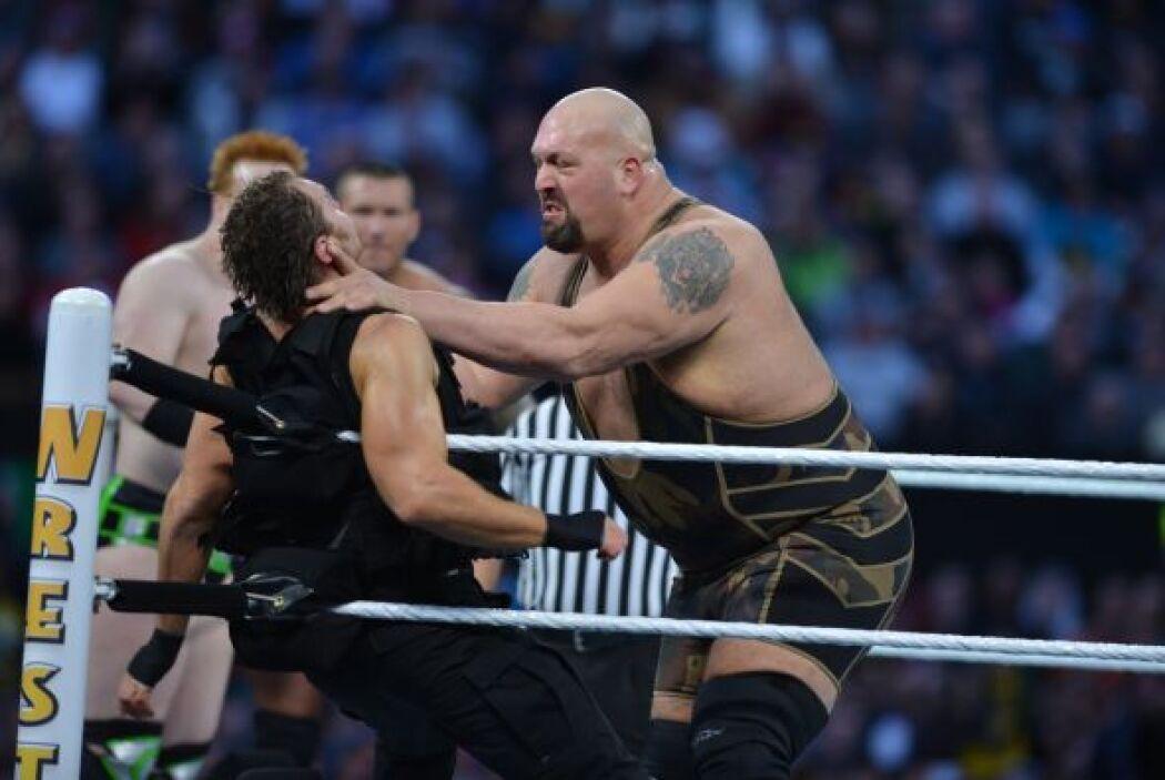 La fuerza de tres grandes de la WWE parecía que iba a acabar con la dina...