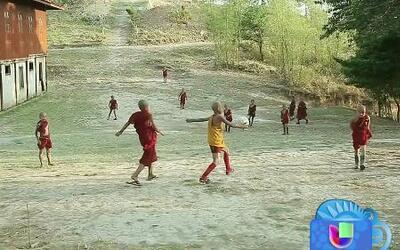 Los niños monjes futbolistas de Myanmar