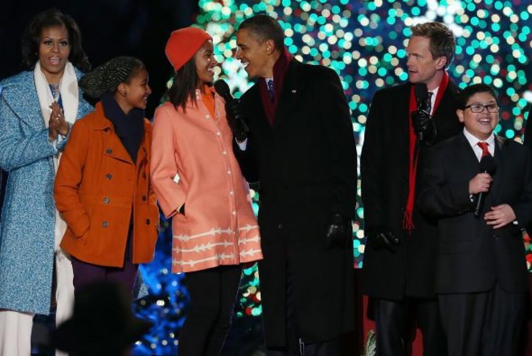 El mandatario bromeó sobre el nuevo árbol de Navidad que hoy fue ilumina...