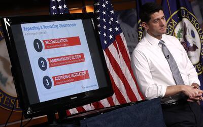 Republicanos posponen la votación para sustituir Obamacare por falta de...