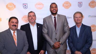 La estrella de los Knicks hizo el anuncio en Bayamón, PR.