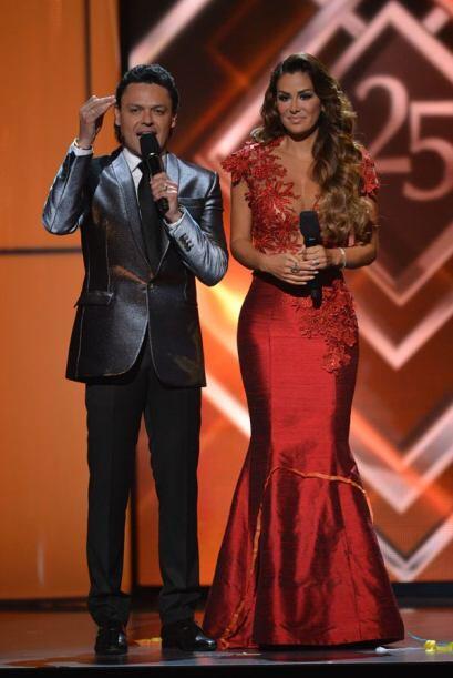 Los artistas pidieron un aplauso para Jenni Rivera, quien estuvo nominad...