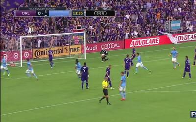 David Villa da una lección de cobrar penaltis