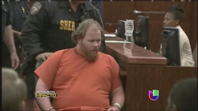 Sospechoso de asesinar a su familia se desmayó en la corte