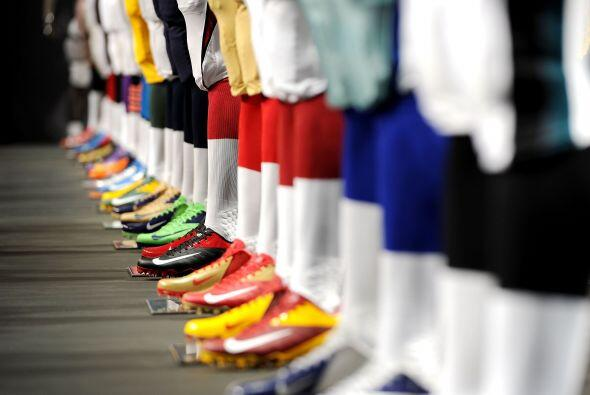 Los colores representativos de cada equipo se incluyó en el calzado.