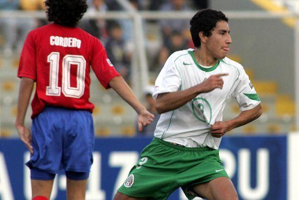 Luego de ganar el Mundial Sub-17 del 2005, Efraín Juárez d...