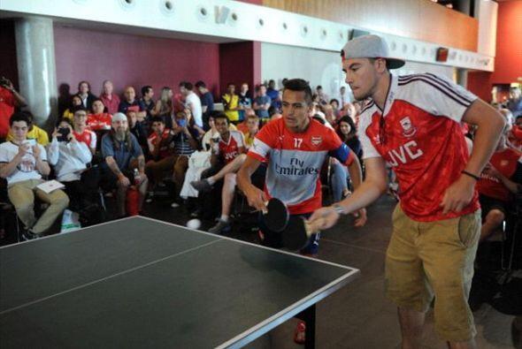 Miles de aficionados tuvieron la oportunidad de convivir con sus jugador...