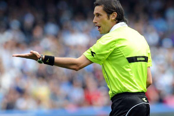 Aunque el árbitro del duelo entre el Napoli y Catnia, Andrea Gervasoni,...