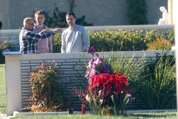 Los hermanos y el padre de Paul Walker, quien murió trágic...