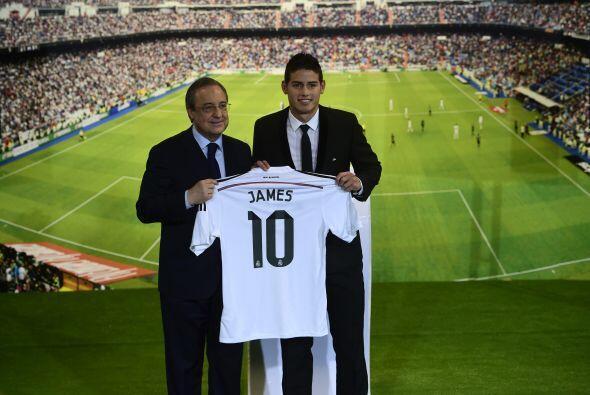 Florentino le dio su playera al jugador cafetero.