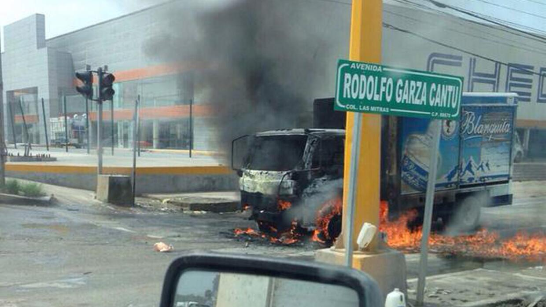 Incendio de vehículos en calles de Reynosa, Tamaulipas.
