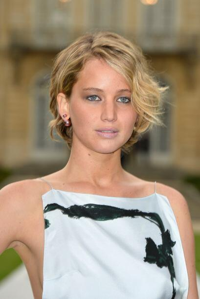 Jennifer Lawrence no solo destacó con su 'outfit', sino tambi&eac...