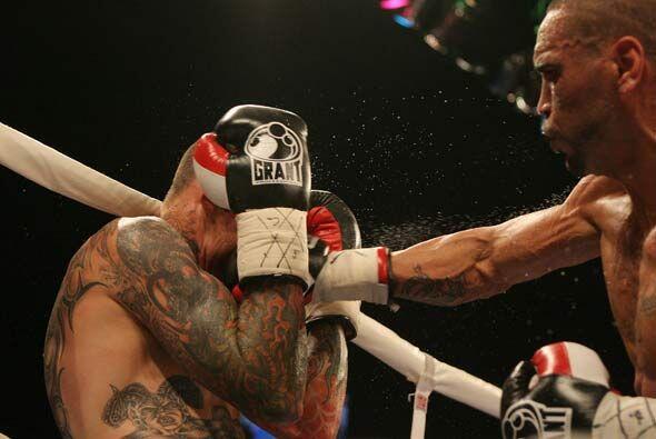 La pelea fue muy pareja, aunque Mundine fue más constante en sus...