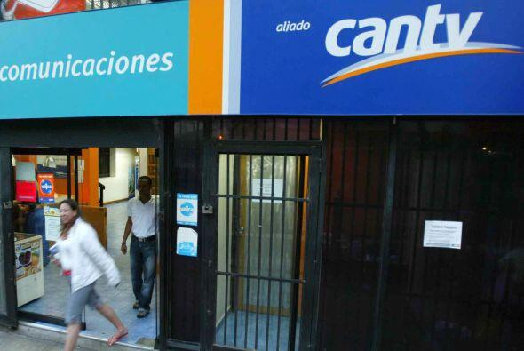 VENEZUELA VS. CANTV- El mandatario venezolano, en 2007, nacionaliz&oacut...