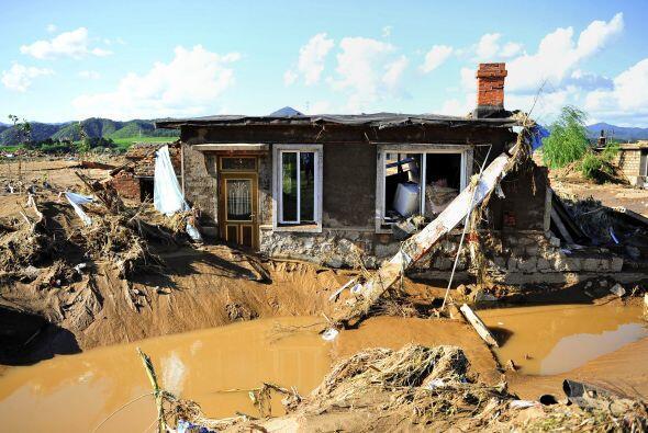 En esa región al menos 49 personas han muerto por las lluvias torrencial...