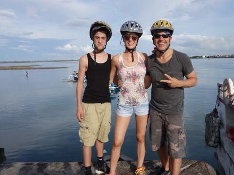 Carlitos Calderón se fue de vacaciones a Bali, donde encontr&oacu...
