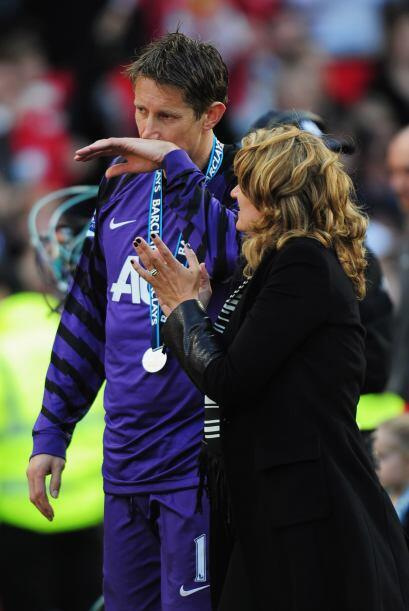Al final del duelo, recibió su medalla de campeón con el M...