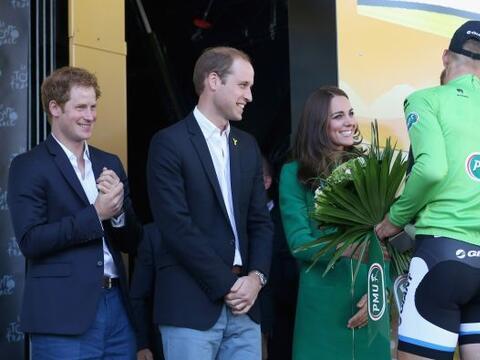 El príncipe Guillermo y su esposa Kate Middleton dieron el banderazo de...