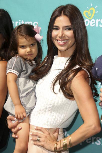 Ahora la vemos hermosa y feliz junto a su nena.