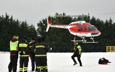Hasta el momento han podido rescatar a 14 personas del hotel sepultado p...